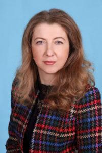 Директорка школи Вчителька української мови та літератури